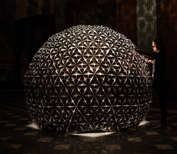 Daan Roosegaarde - interactive art installation - Lotus Dome